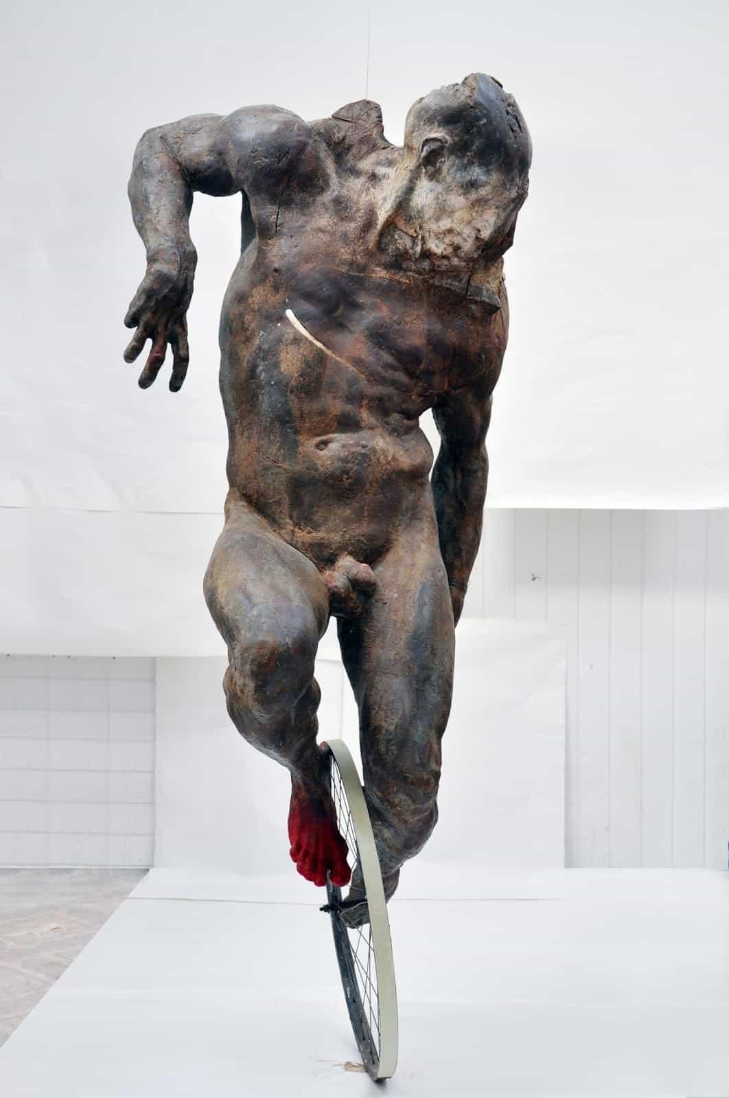 Skulptur von Grzegorz Gwiazda